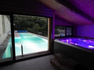 Maison vacances 2/4pers Piscine Jacuzzi Spa, Saint-Maixent-l'Ecole