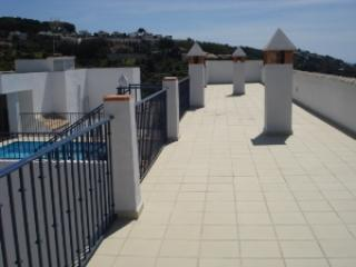 Shared roof top terrace, with panoramic views