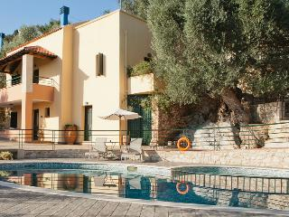 Anthoula Traditional Family House in Chania, Kastellos
