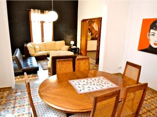 Quint Frontal, spacious apt in Old Town., Palma de Mallorca