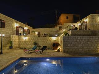 Aliki's house 1-Palati, traditional luxury resort, Neo corion