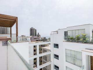 """Miraflores New 2 level Penthouse"" 3br/4bath/ View"