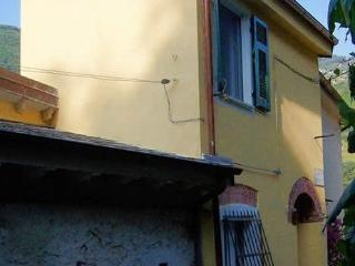 Romantic 600-year-old Pirate´s House, free WiFi, Monterosso