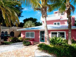 Cook's Cove: 2BR Elderly-Friendly Steps From Beach, Anna Maria