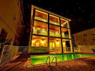 Calypso: 9 Bdrm, Sleeps 28, Private Pool & Hot Tub, Destin