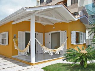 LINDA CASA NA QUADRA DO MAR - 80M DA PRAIA