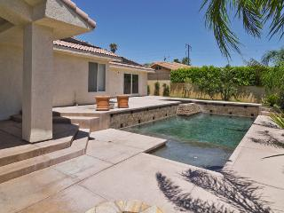 Beautiful house with private pool, spa and firepit, Desert Hot Springs