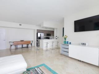 Oceanside 2 Bedroom Apartment in North Bay Village, Miami