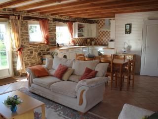 Hydrangea Cottage, Duault