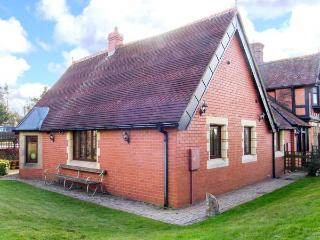 THE ANNEXE, romantic, country holiday cottage, with a garden in Craven Arms, Ref