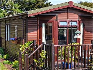 THE COASTAL LODGE, cottage close to picturesque walks, beaches and Port Isaac, w