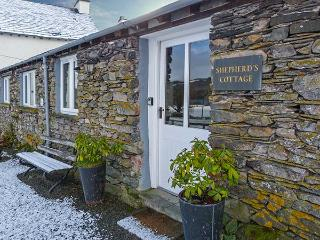 SHEPHERD'S COTTAGE, single-storey barn conversion, hot tub, WiFi, lake fishing, near Hawkshead, Ref 920478