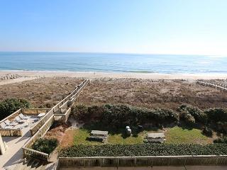 Peilcan Watch 405- Oceanfront condo with private beach access, Jacuzzi & pool