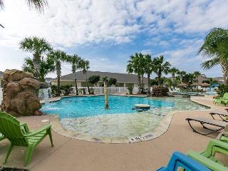 Updated Condo w/ Fabulous Lagoon Pool – 3 Blocks to Beach
