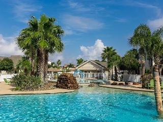 Updated Condo w/ Fabulous Lagoon Pool – 3 Blocks to Beach