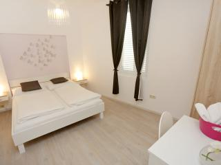 Anita City Apartments and Rooms - Apartment for 2, Zadar