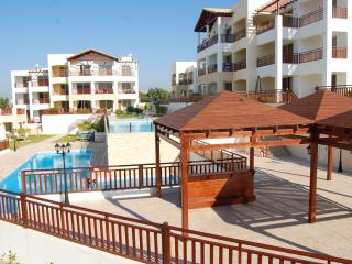 First Floor Apartment With 2 Pools, Gym WiFi, Peyia
