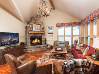 Moose Creek Condo in Teton Village with private hot tub!