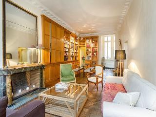 Charming and Spacious Marais 2 Bedroom, Sailly