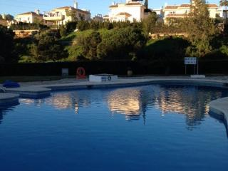 Holiday rental, golf &  tennis nearby, shared pool.
