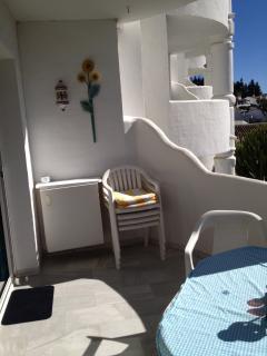 Cosy balcony, ready for the sundowners !