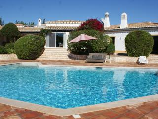 Quinta da Brisa, Fantastic Luxury Villa, Pool, Extensive Garden and Tennis Court