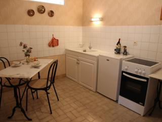 Manoir du Mur one bedroom storytellers apt