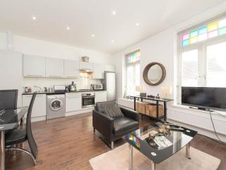 Beautiful Crouch End apartment. Amazing location, Londen