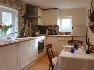 Kitchen with washing machine, microwave, ceramic hob, oven and all you will need to prepare meals.