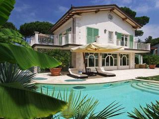 Forte dei Marmi villa with pool in Tuscany