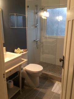 Ensuite bathroom updated Jan 2015 walk-in shower