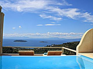 Villa Zaki 5 with private swimming pool, Cidade de Skiathos