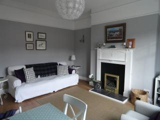 Lovely bright apartment overlooking Edleston Water, Peebles