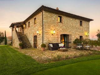 Lake Trasimeno large villa in Umbria
