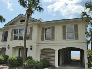 Cozy, Ocean Front 6bd, 6ba, w/Large Pool!!, Isle of Palms
