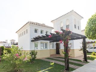 Quiet location, beautiful villa WITH FREE CAR HIRE, Roldán
