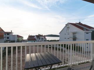 New and modern apartment 50m from beach