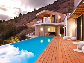 Luxury contemporary villa with sea view in Eze, Èze