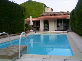 Le Tholonet 3 Bedroom Holiday Rental with a Pool, Aix en Provence