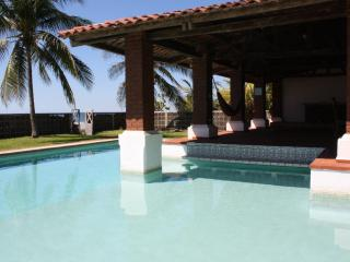 Pool bar and acces to the beach