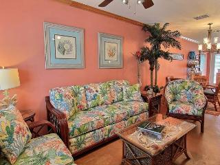 Beautiful condo, just a short walk to the beach. Community pool!