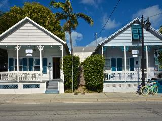 Almost Southernmost Retreat- Pvt Pool & Hot Tub -1/2 Block to Duval-Sleeps 16, Key West