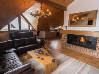 Penthouse Caribou,  Exclusive Ski Chalet, Luxurious space and a balcony hot tub