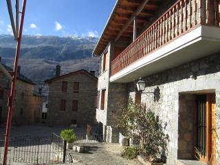 R.00976 Casa Sesué, Huesca