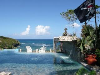 Affordable Oceanfront Villa with Pool, Cabrera