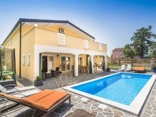Luxury house in Buje, Croatia, with large garden and swimming pool, Gamboci