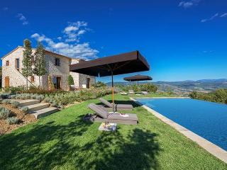 Lake Trasimeno luxury villa in Umbria
