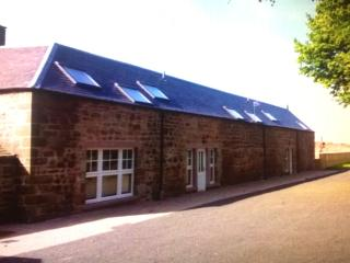 Old Farm Holiday Cottages - Hayloft House, Chirnside