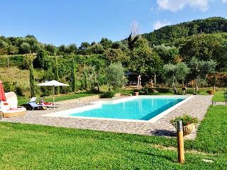 Tuscan villa with large pool