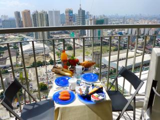 Corner Condo with a View; Ortigas, Manila.  Long term lease !